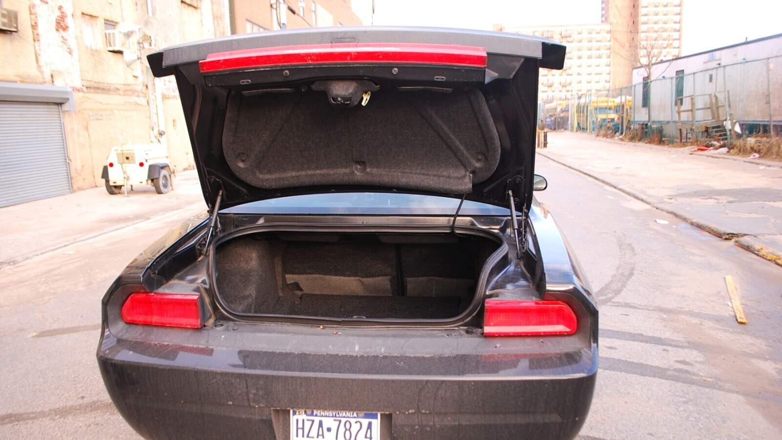 Kufr vozu Dodge Challenger RT V8