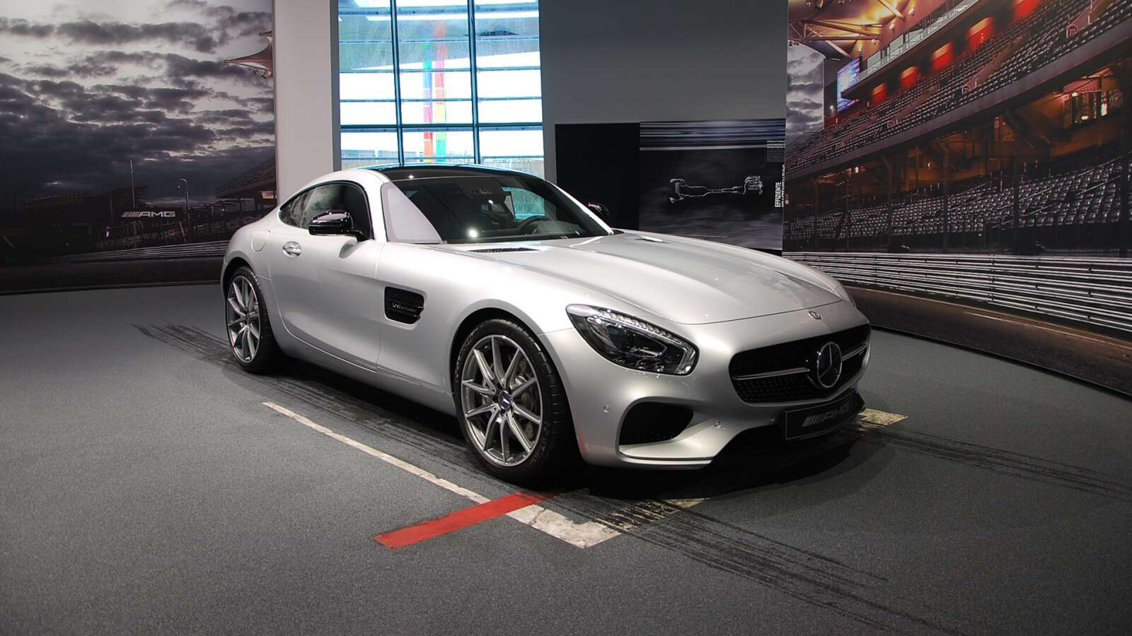Mercedes-Benz Muzeum ve Stuttgartu