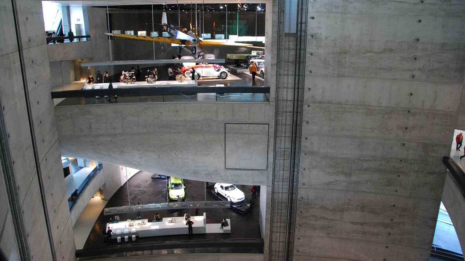 Pohled z vyššího patra muzea