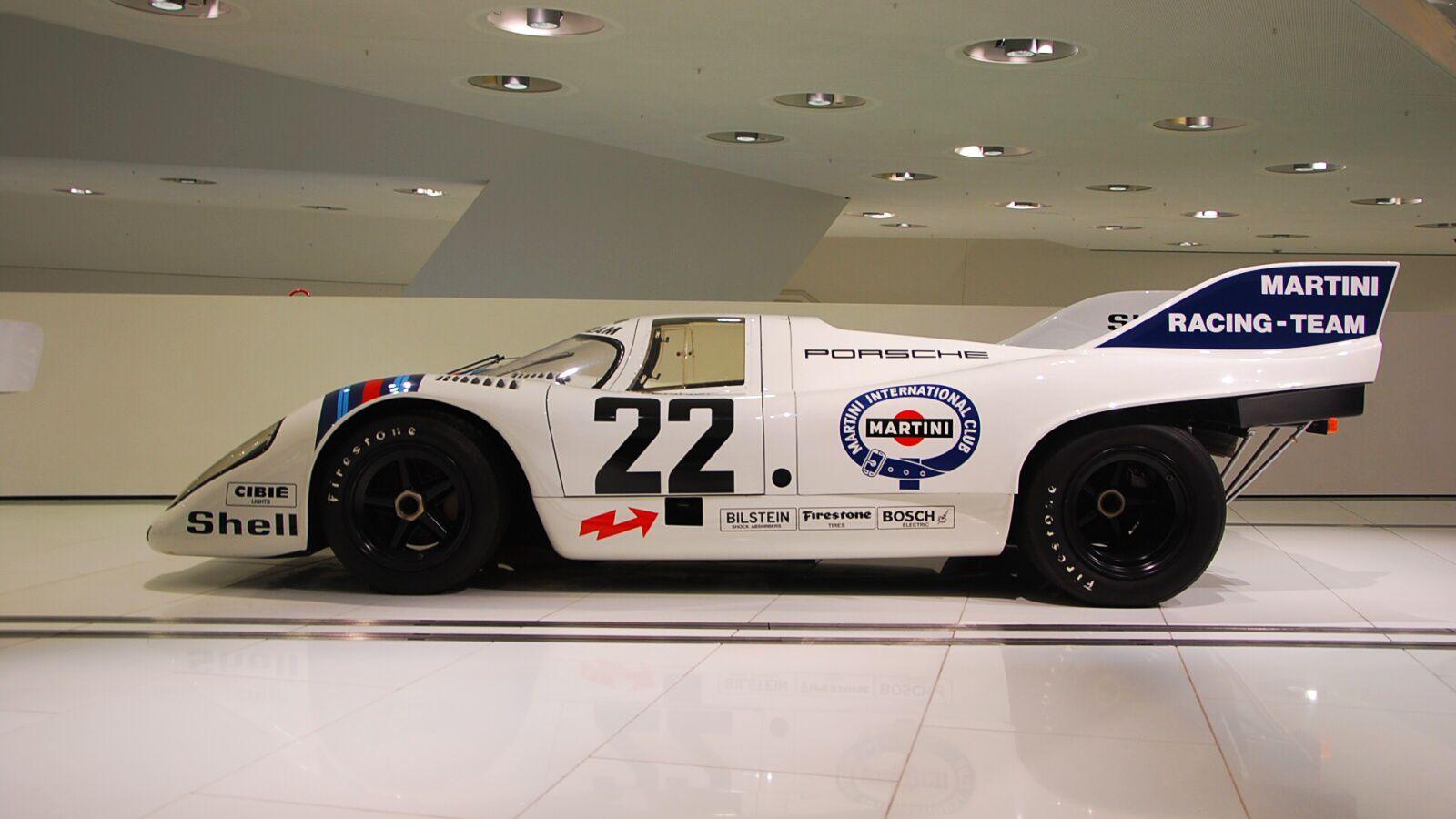 Závodní Porsche 917 zboku
