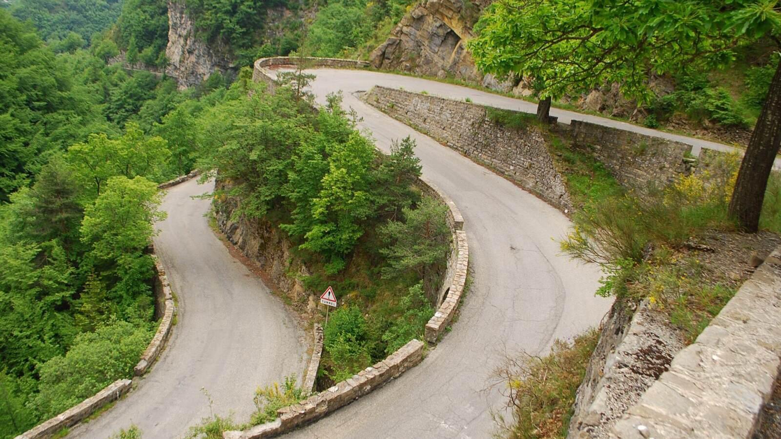 Zatackovita cast silnice Route de Sospel
