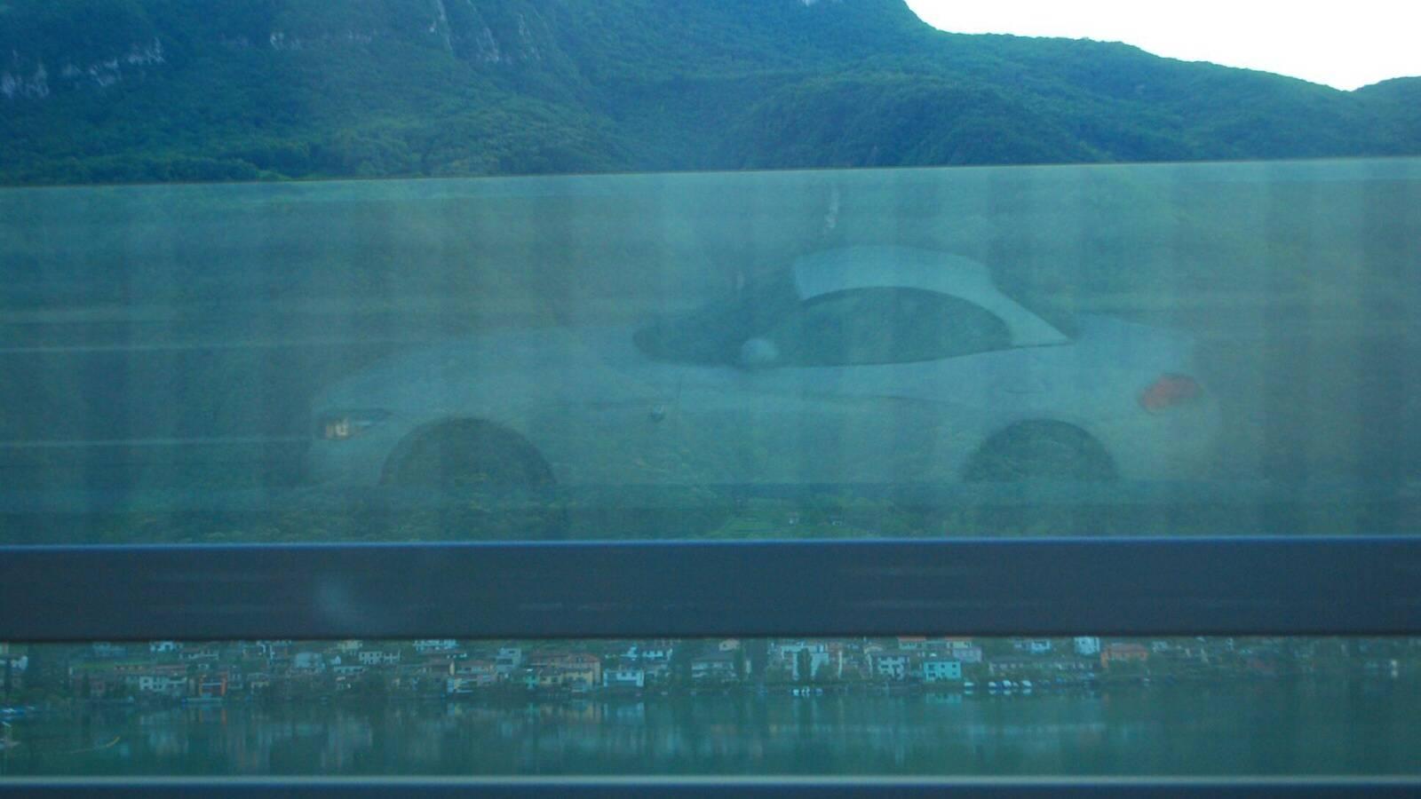 BMW Z4 na dálnici k jezeru Como