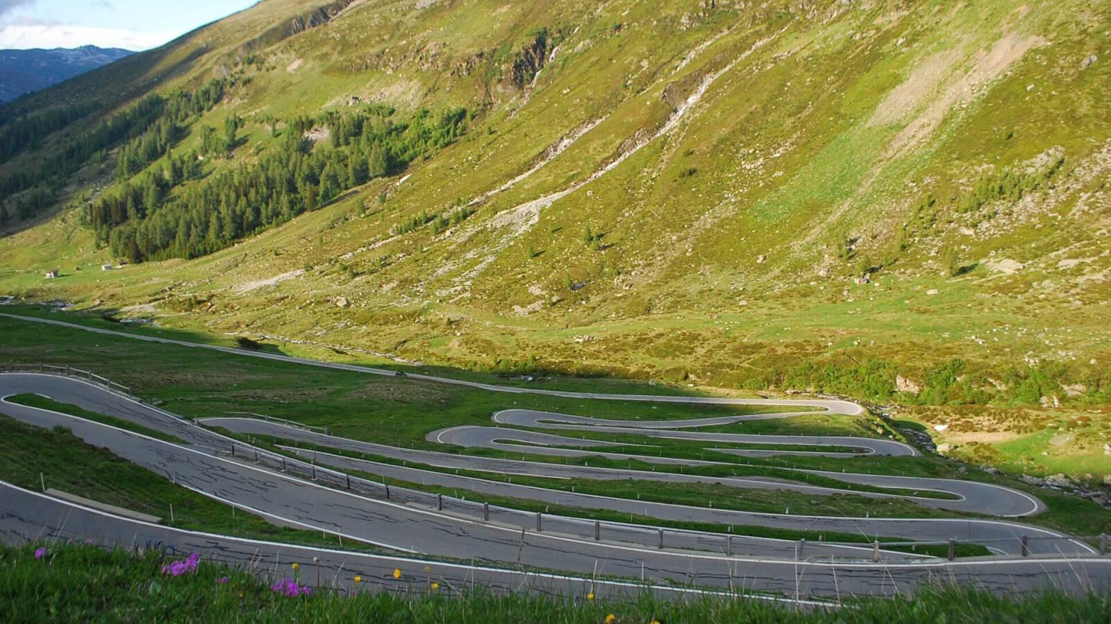 Splügen Pass - točitá silnice