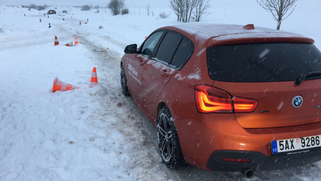 oranžové BMW M140i xDrive