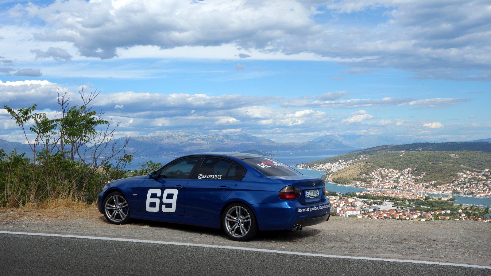 BMW 330i na vyhlídce