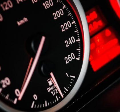 tachometr v BMW
