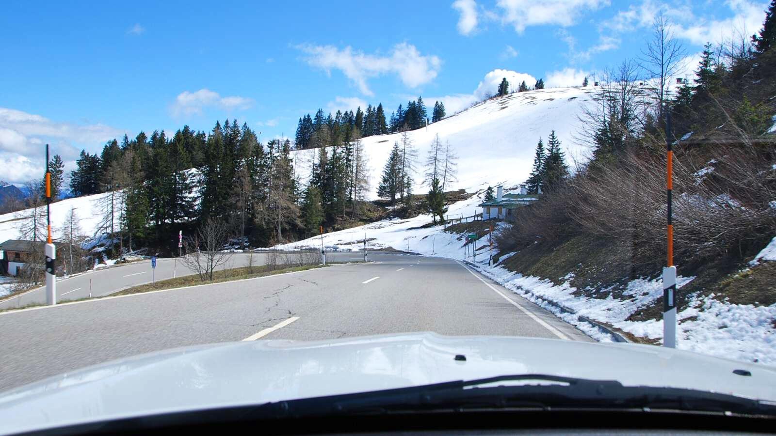 Pohled na horskou silnici z BMW z4