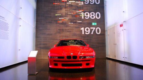 BMW 850i v budově muzea