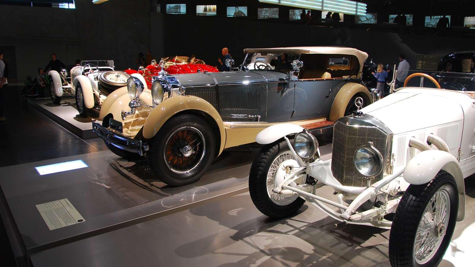 Starší Mercedesy ze třicátých let