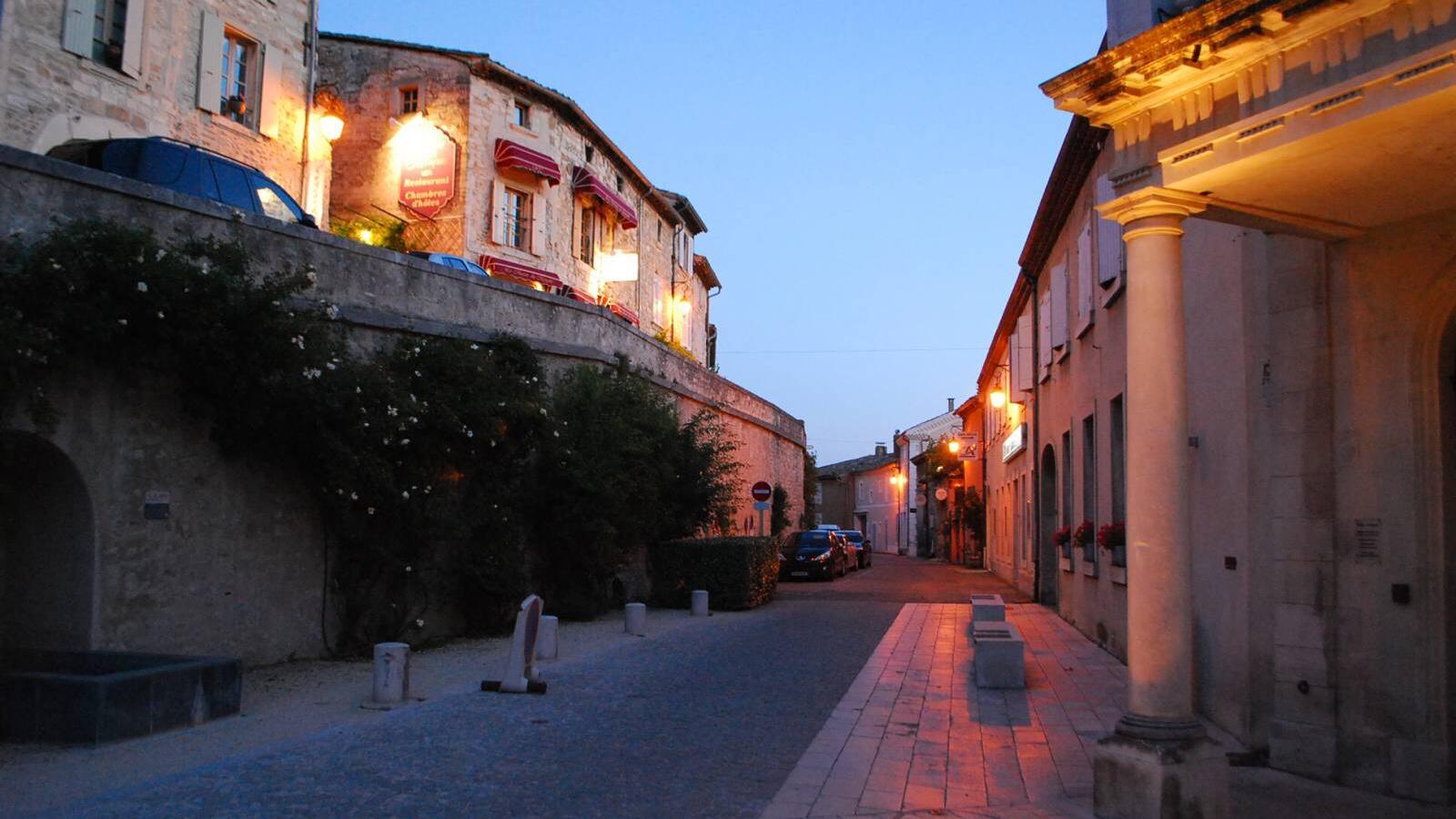 Grignan - ulička v noci