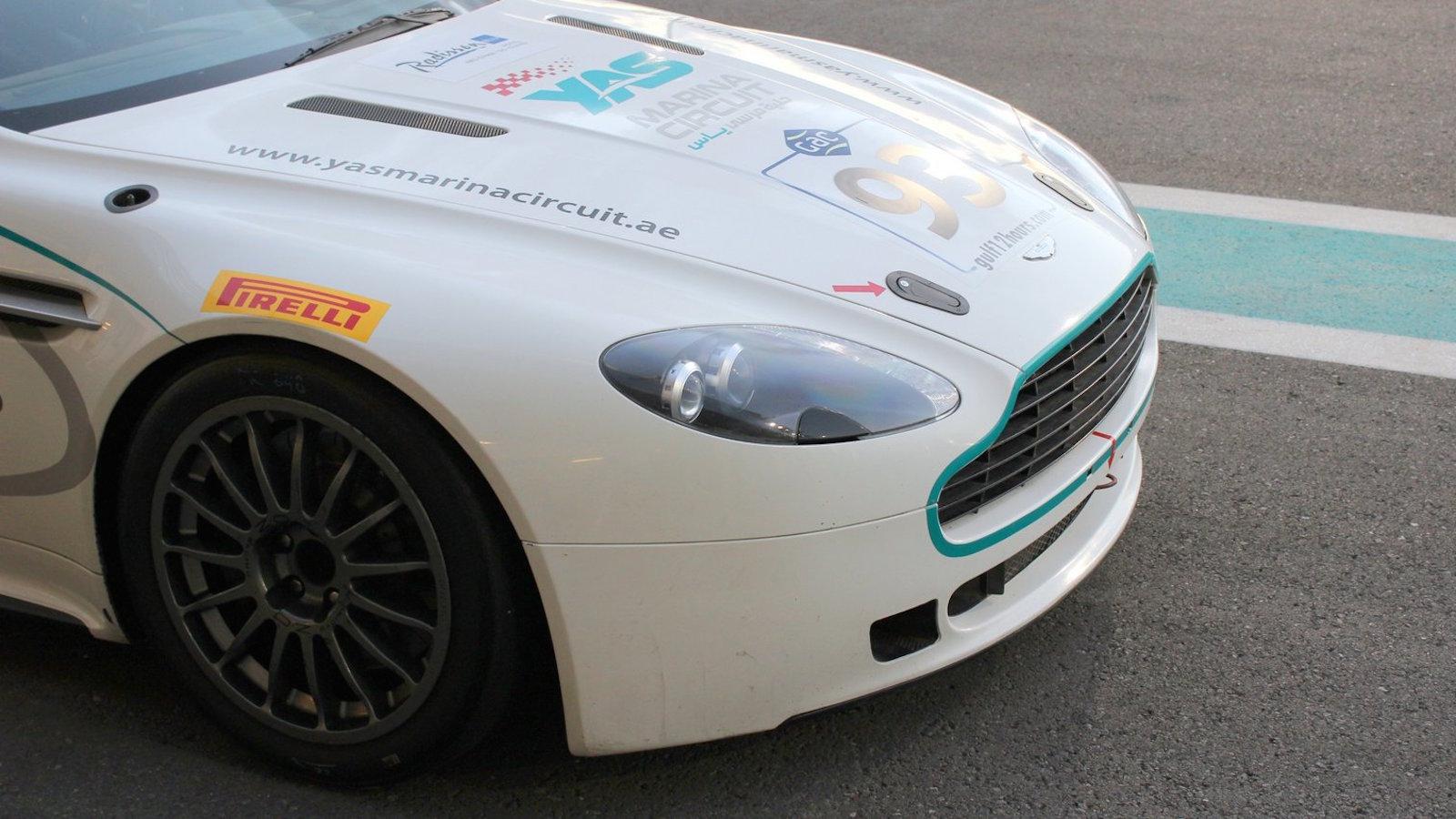 Aston Martin Vantage GT4 na okruhu Yas Marina