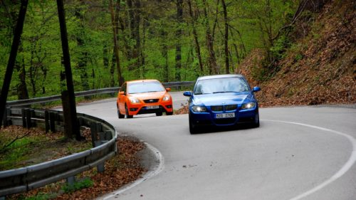 BMW 330i a Ford Focus ST