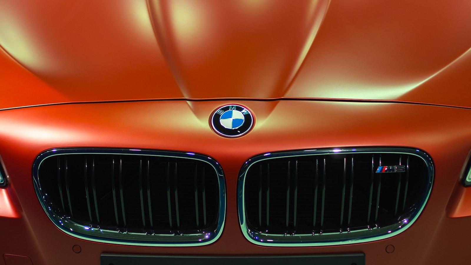 Co u BMW znamená to E v E46?
