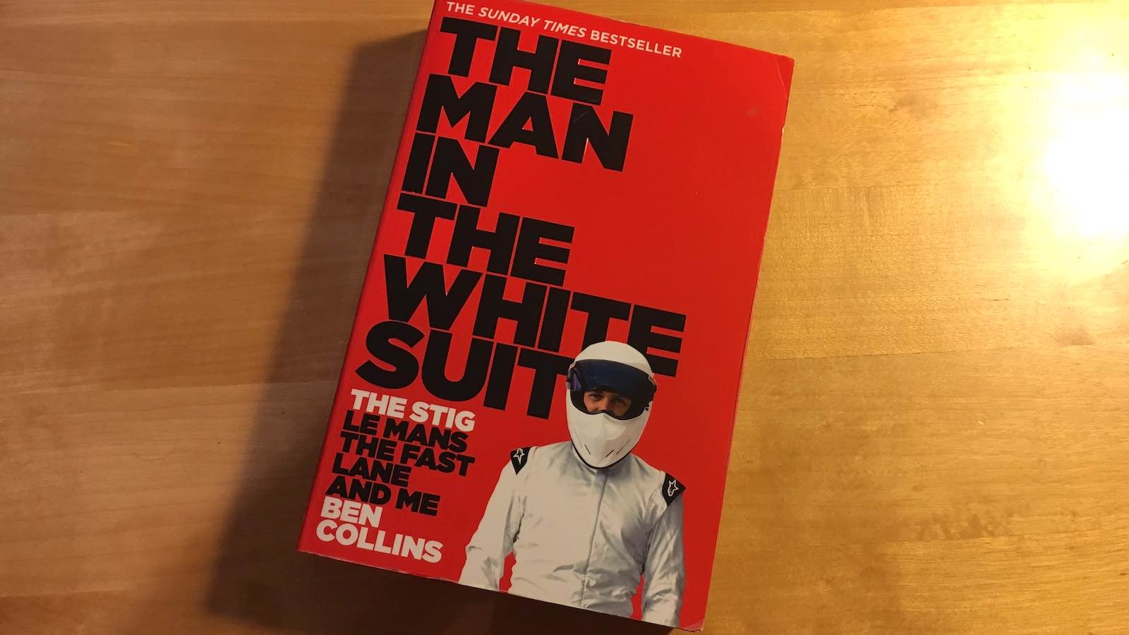 Recenze knihy: Ben Collins – The Man in the White Suit